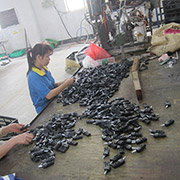 Shenzhen Baolian Plastic Products Manufactory - Our QC team checks the caster