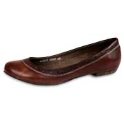 Women's flat dress shoes have soft cowhide uppers