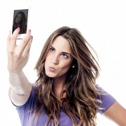 Selfies, strobing propel UK's prestige makeup market