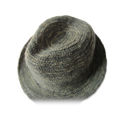 Manually braided winter hat uses mohair