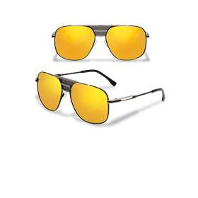Sunglasses with scratch-resistant lenses
