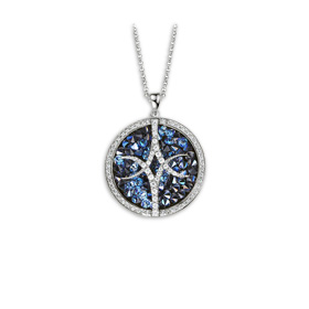 Pendant necklace trimmed with crystal