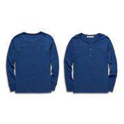Men's long-sleeved casual shirt has natural shell buttons