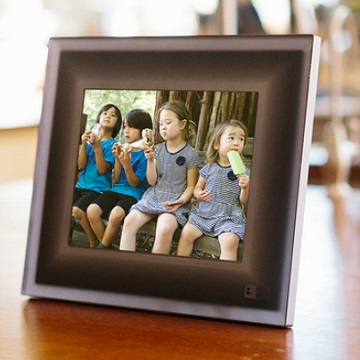smart digital frame recognizes faces shows only the best images