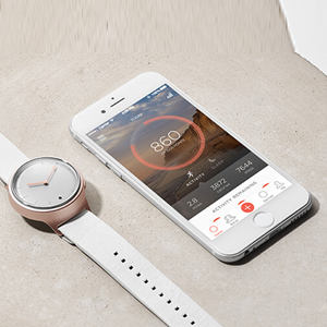 Misfit chooses style over tech with analog smart watch