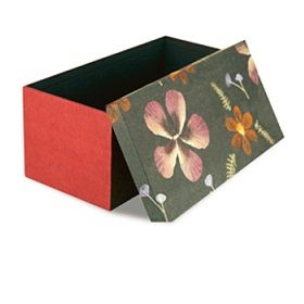 Storage box with real pressed flowers