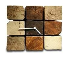 Reloj de pared hecho de la madera reclamada